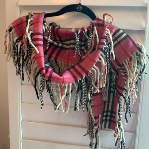 Burberry pink cashmere fringe scarf